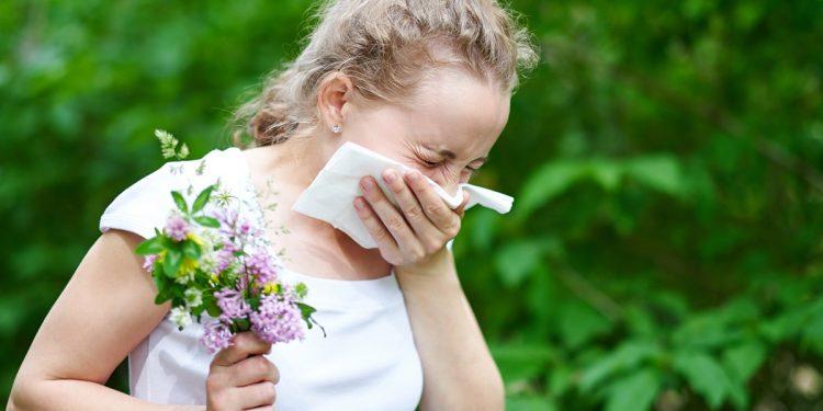 Allergie stagionali: 2 litri d'acqua al giorno aiutano a contrastarle