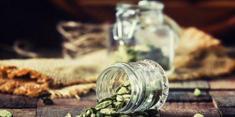 cardamomo: benefici, valori nutrizionali, usi in cucina e nelle medicine tradizionali