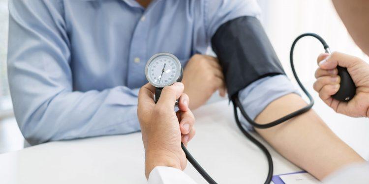 Ipertensione: tenere sotto controllo la pressione riduce il rischio di demenza e declino cognitivo