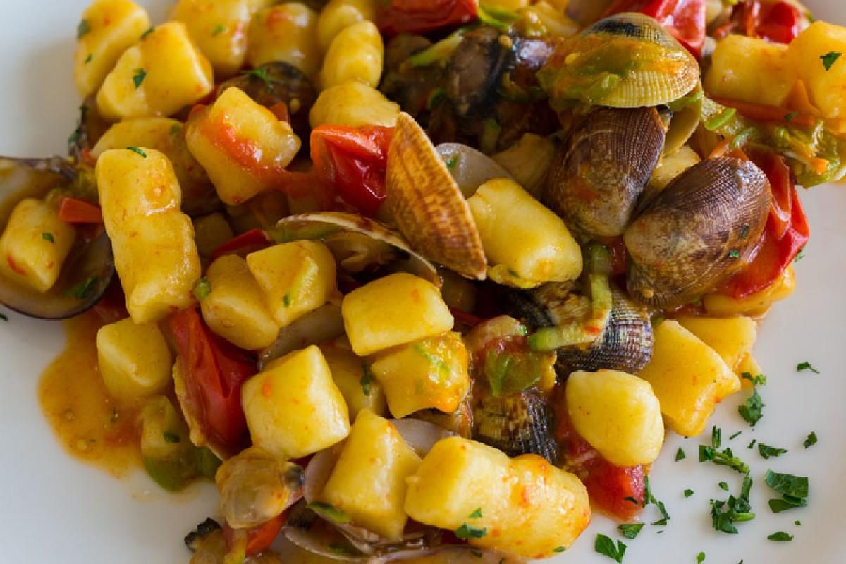 ricette con pomodori, gnocchi ai frutti di mare
