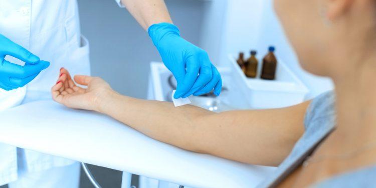 Sclerosi multipla: un esame del sangue può aiutare a prevedere se la malattia peggiorerà