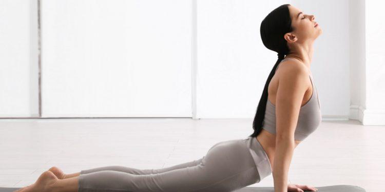Yoga benefico per la salute mentale: praticarlo allevia i sintomi depressivi