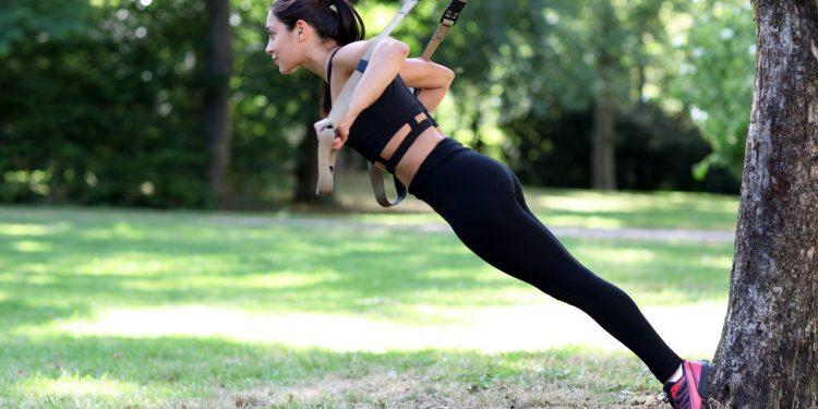 TRX: i benefici e le migliori cinghie da sospensione per allenarti dove vuoi