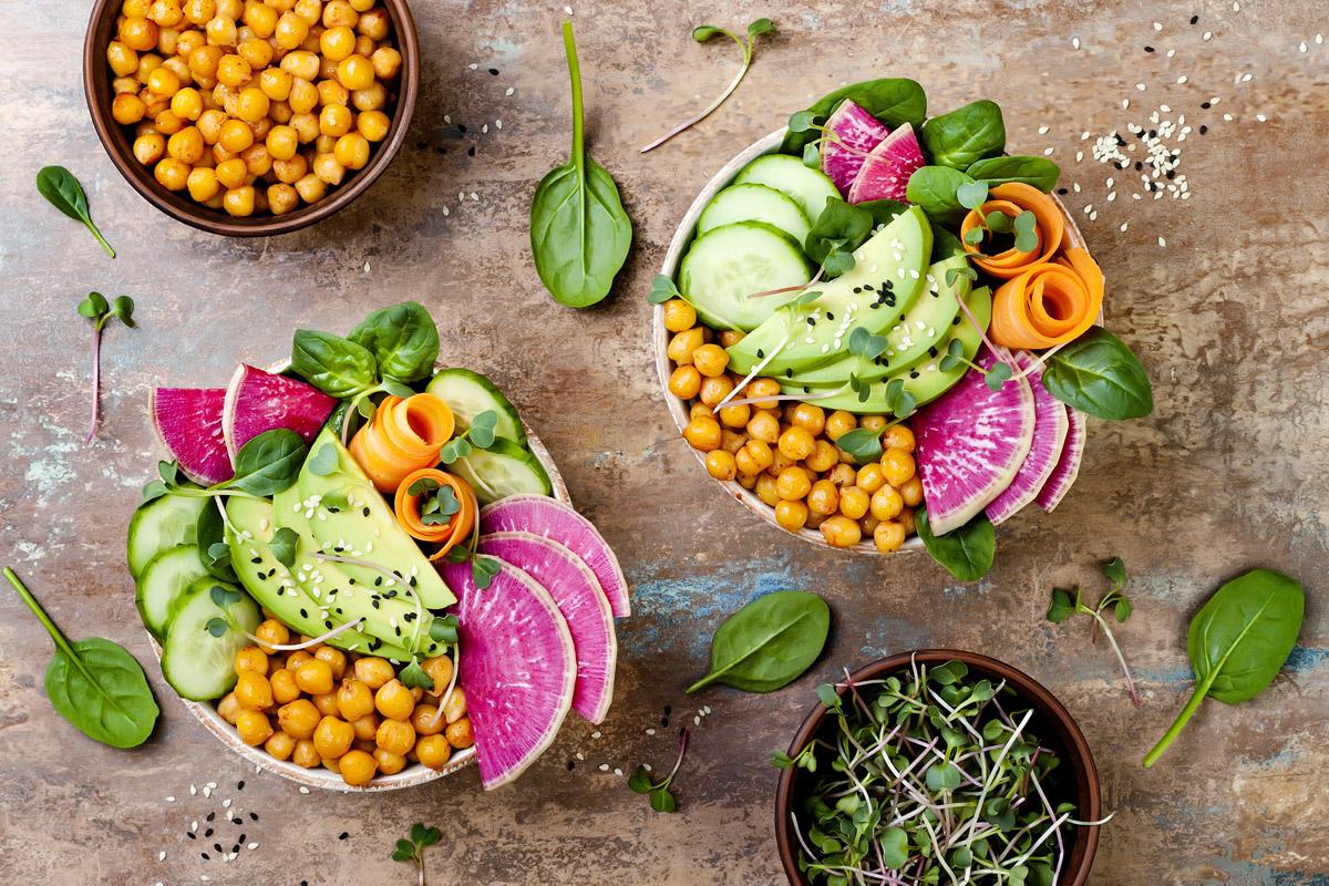 Bowl, il piatto unico in ciotola: ingredienti, come prepararla, proprietà nutrizionali, consigli per inserirla nella tua alimentazione e due ricette