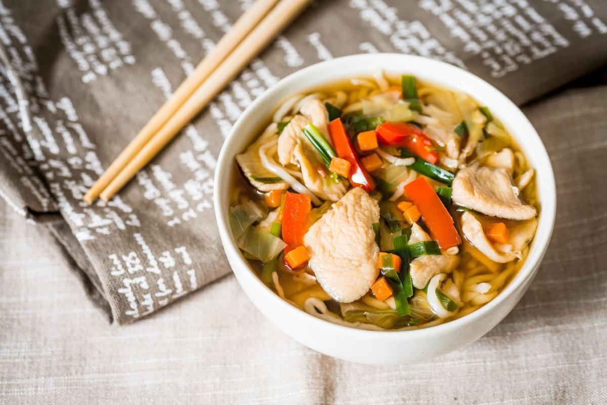 zuppa thailandese con pollo e citronella