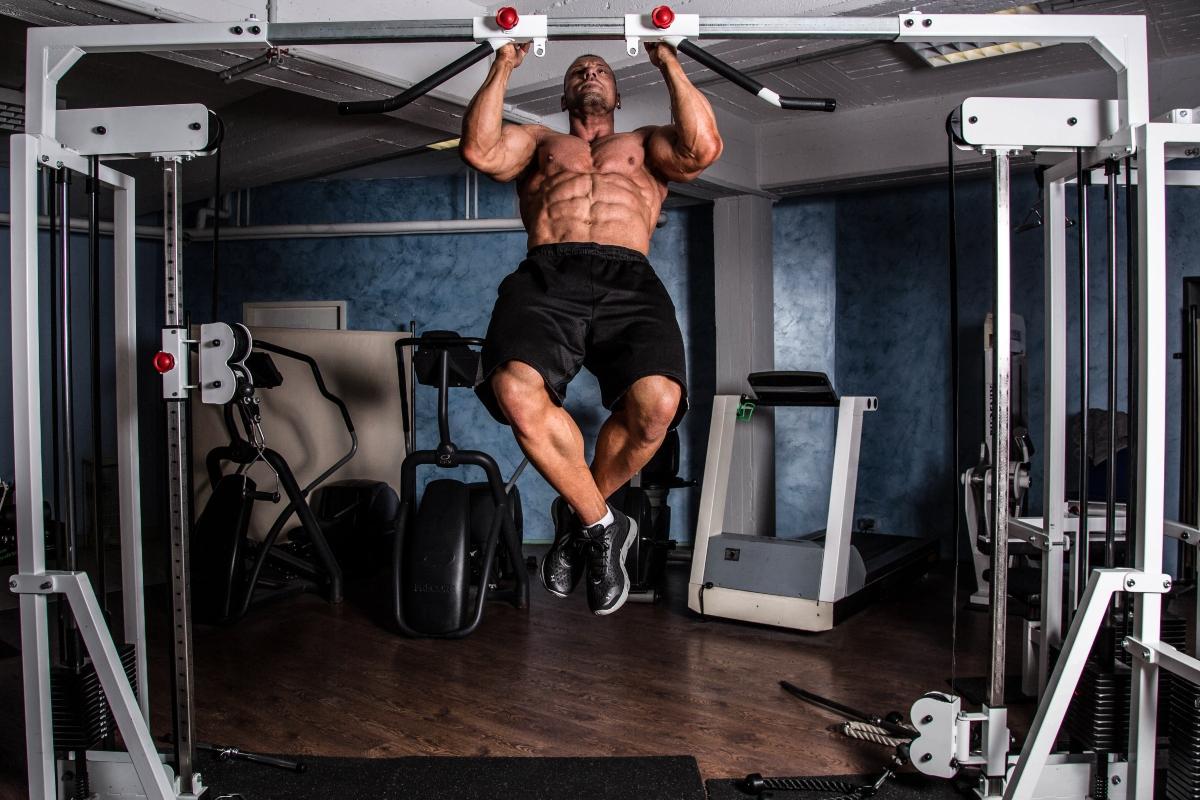 esercizi pettorali: migliori esercizi e programma di allenamenti per svilupparli