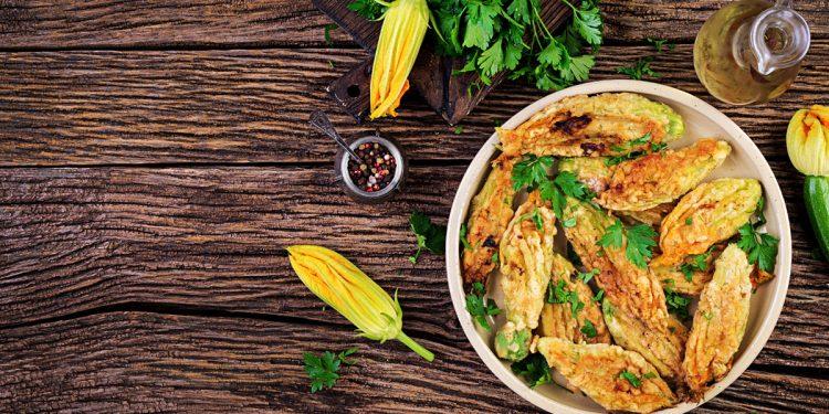 Fiori di zucca ripieni di pesto di zucchine (non fritti): un contorno gustoso a prova di dieta
