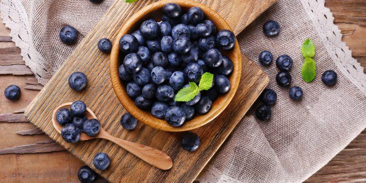 Una dieta povera di flavonoidi aumenta il rischio di Alzheimer: i cibi e le ricette per fare il pieno