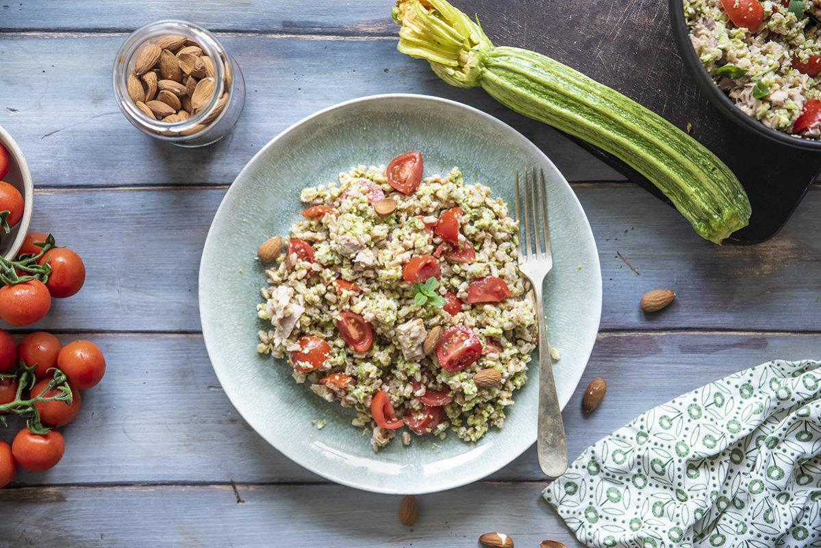 Ricette maturità 2020: insalata di farro, tonno e pesto di zucchine alle mandorle
