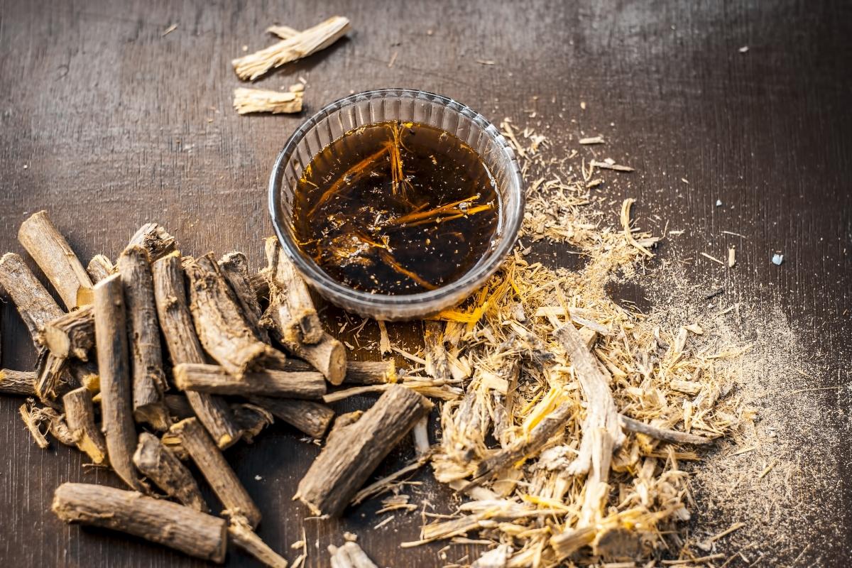 liquirizia: valori nutrizionali, benefici, controinidicazioni e come utilizzarla come rimedio e in cucina