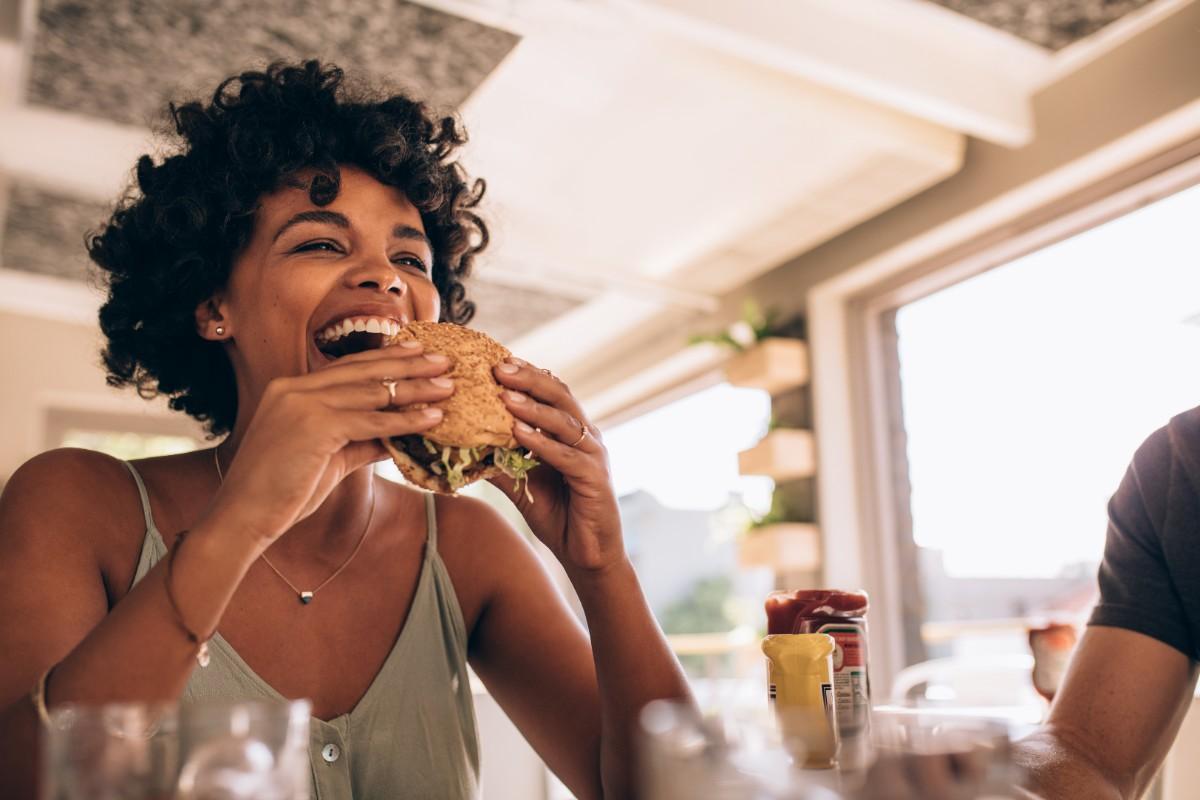taglia le calorie masticando piano