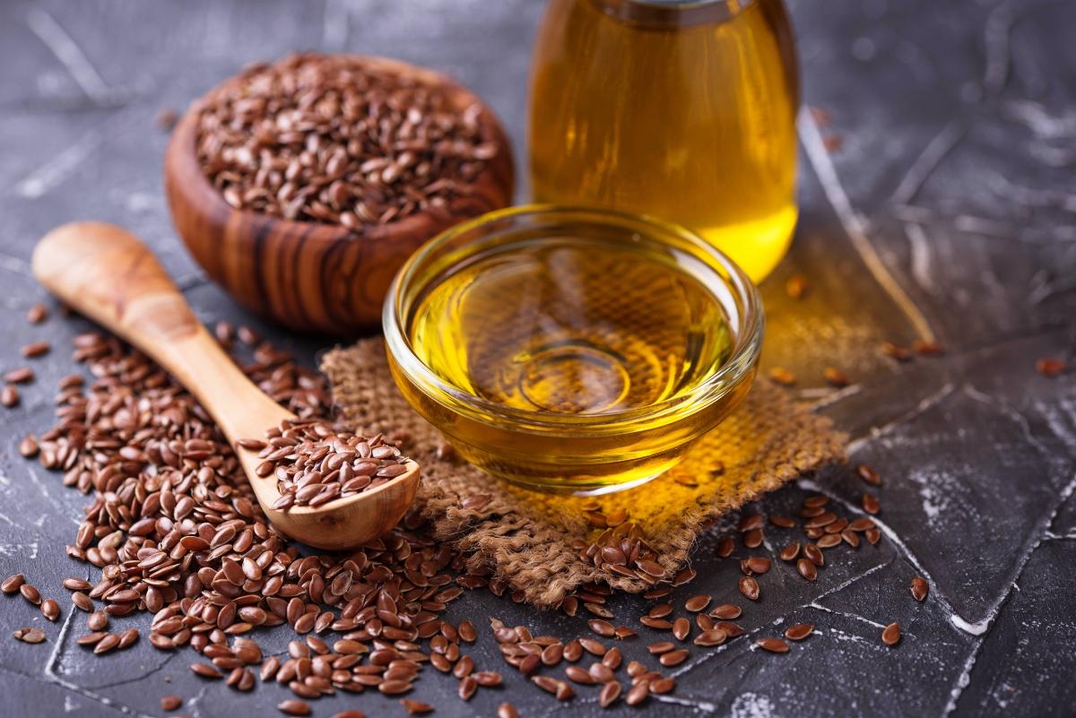 oli vegetali: benefici dell'olio di semi di lino per la pelle