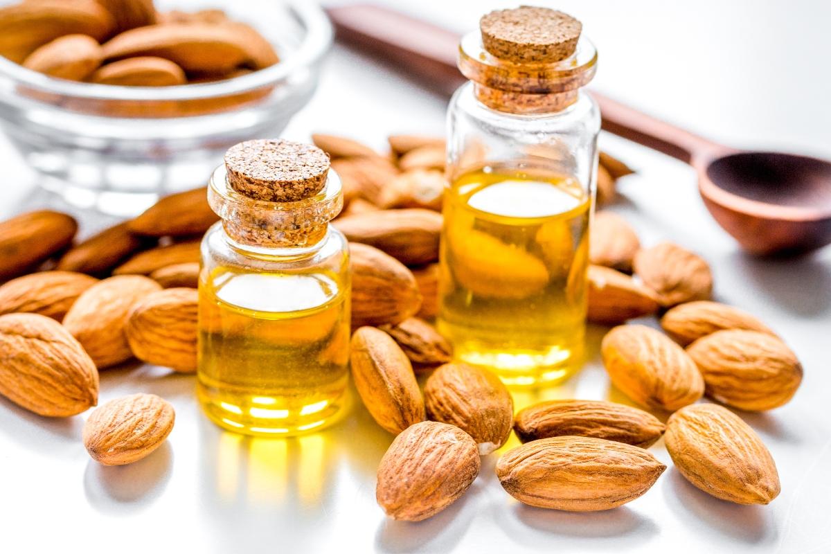 oli vegetali: olio di mandorle