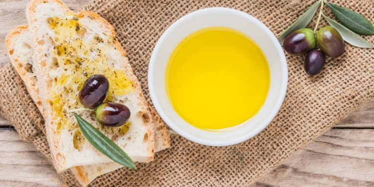 Tumore del colon retto: l'olio extravergine di oliva aiuta a prevenirlo