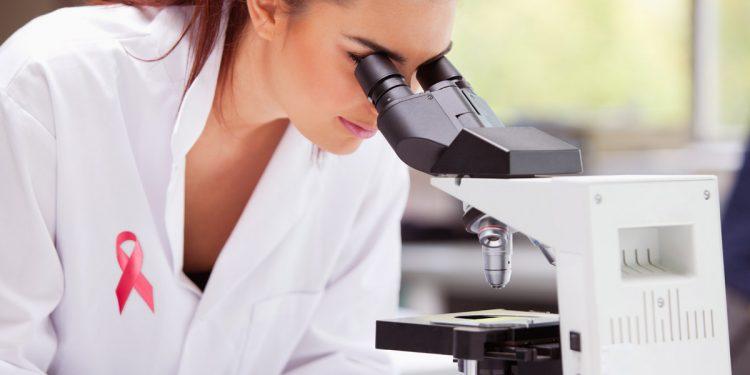 Tumore al seno, nuove speranze dalla ricerca: un algoritmo apre la strada a cure su misura
