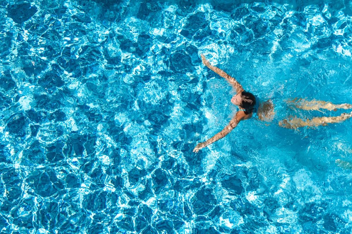 errori da evitare nel nuoto: riscaldati prima di nuotare