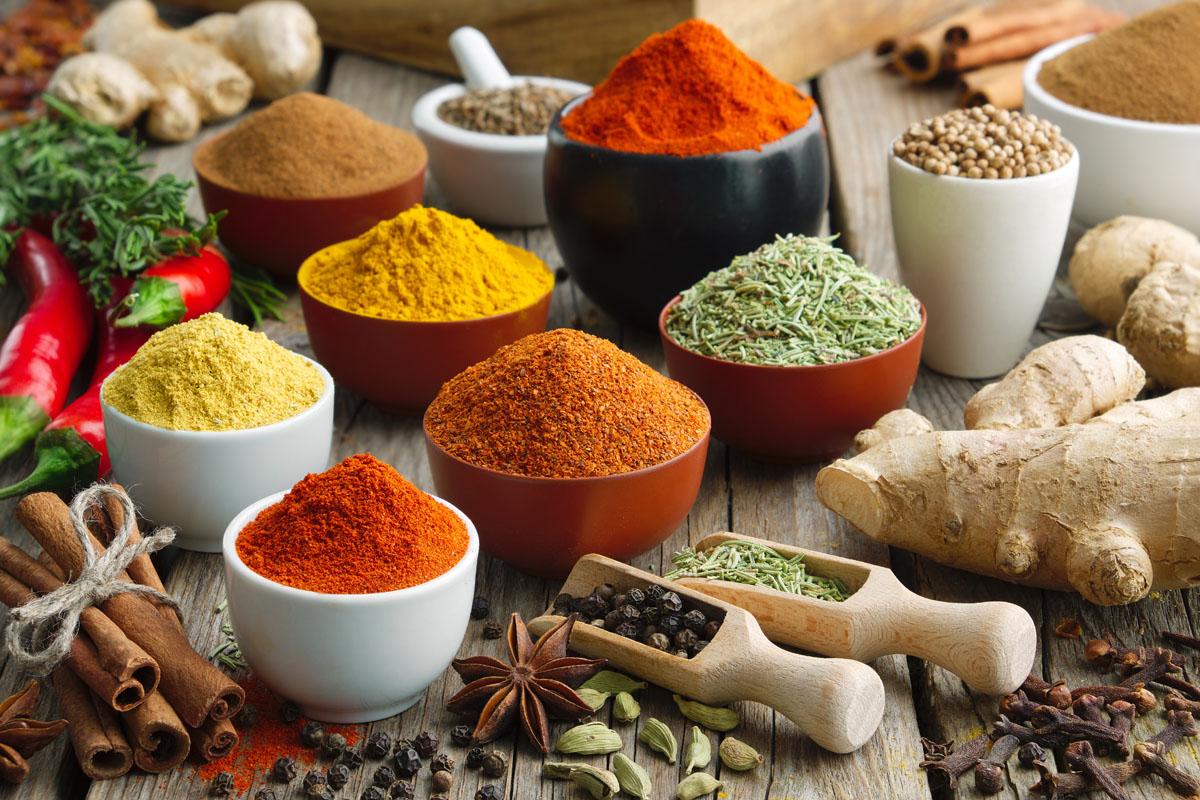 Spezie: elenco, proprietà, benefici e consigli per usarle in cucina e come rimedio naturale