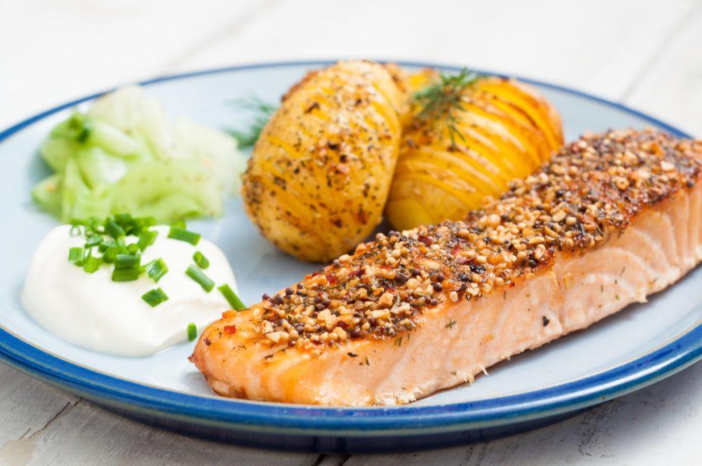 salmone in crosta con semi di papavero