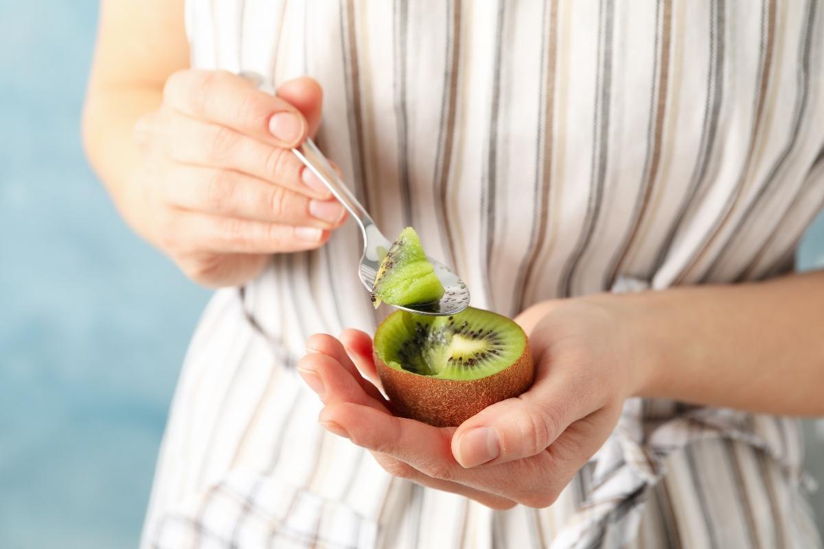 mangiare 2 kiwi al giorno: scorpi perché fa bene alla salute