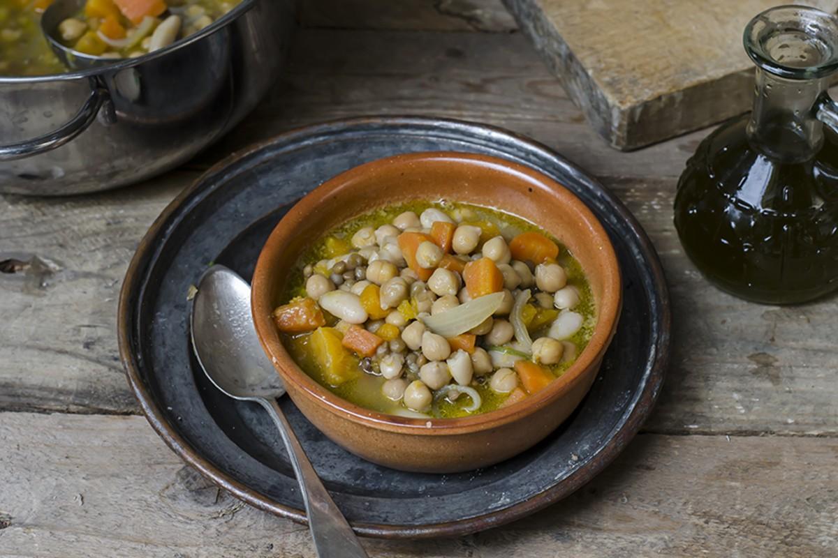 zuppa di legumi carote e zucca