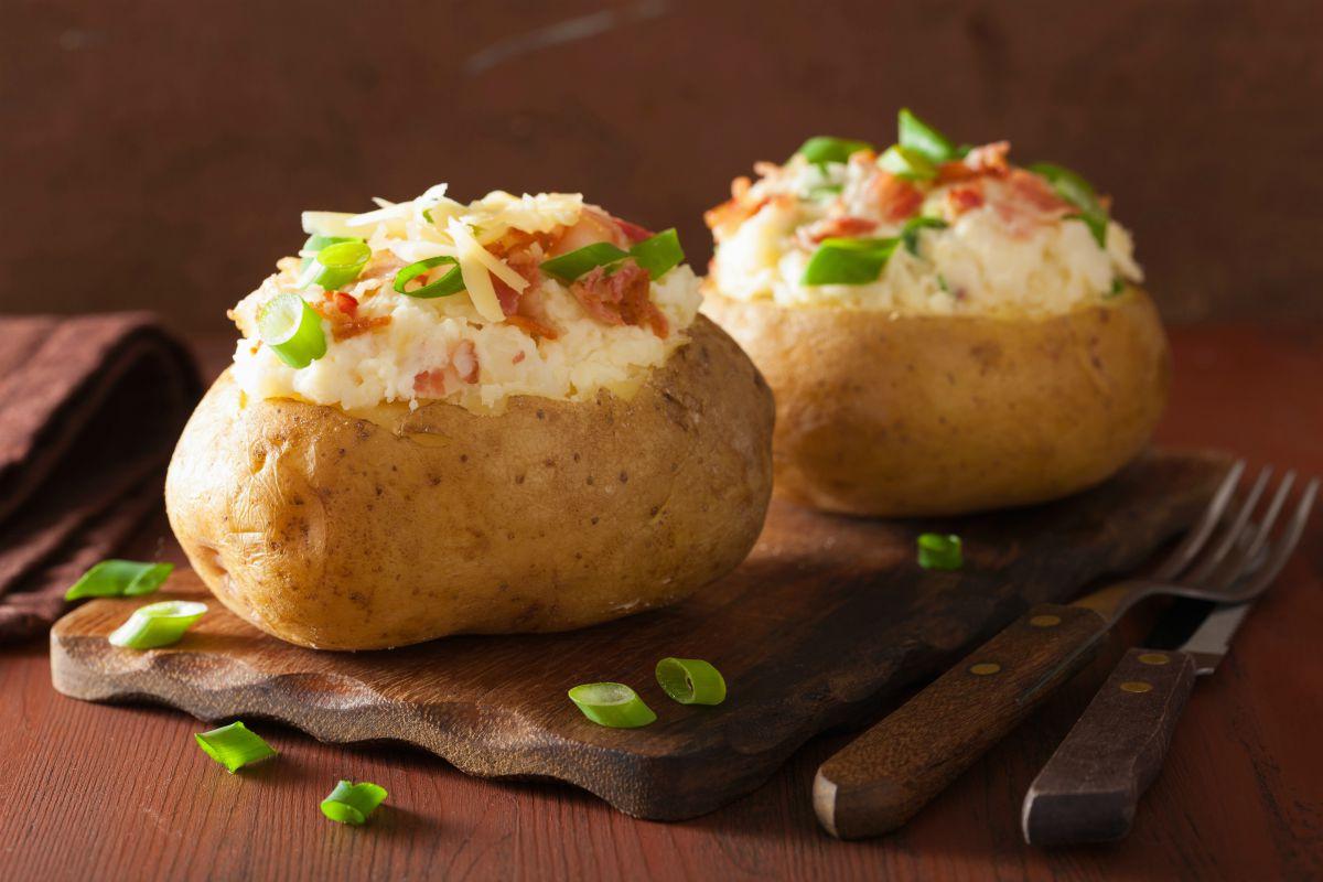 patate ripiene al forno intere