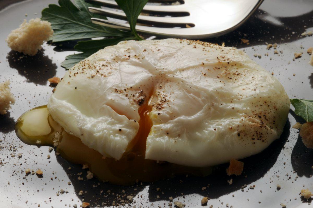 Uovo in camicia: come prepararlo