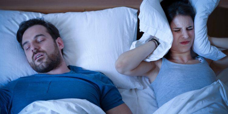 apnea notturna: cos'è, cause, sintomi e cure