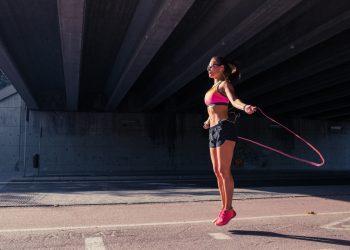 saltare la corda: programmi di allenamento per dimagrire e tonificare