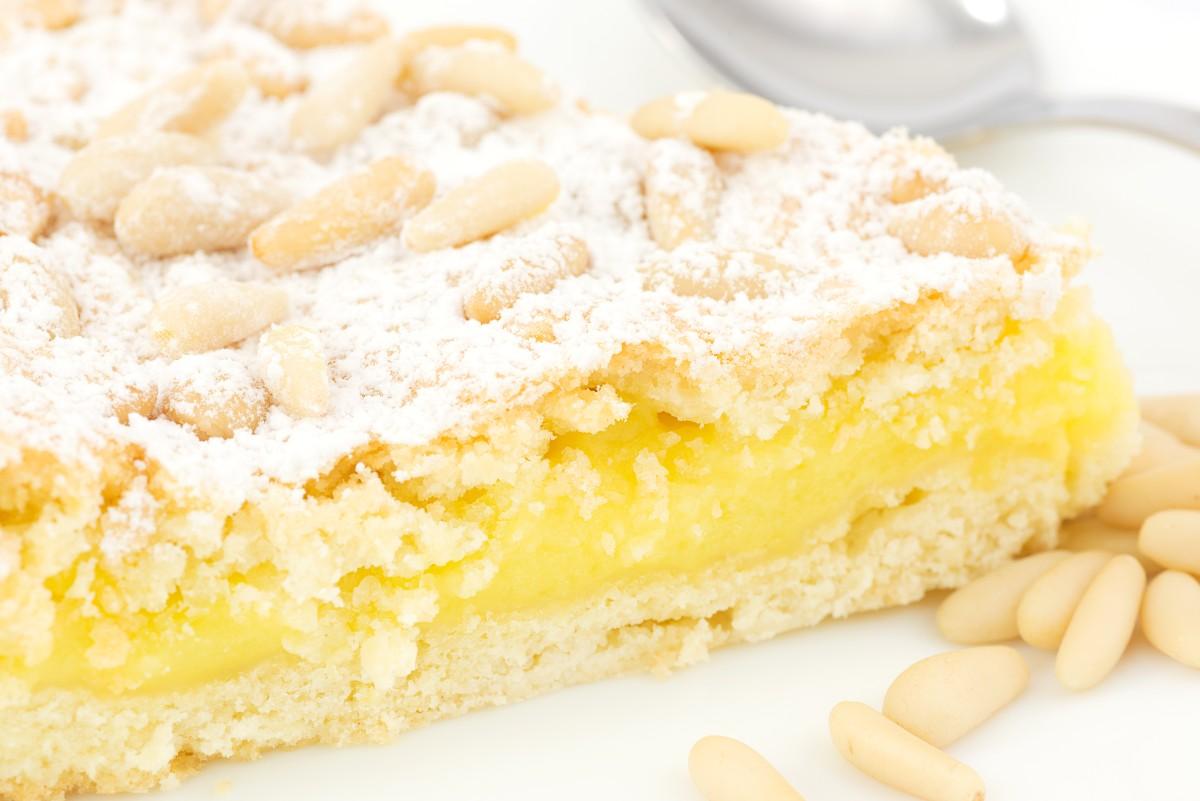 torta della nonna con crema e pinoli