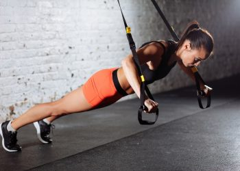 TRX: cos'è, benefici, come allenarsi e workout