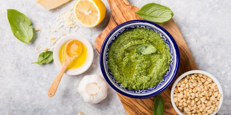 pesto alla genovese: ricetta originale per farlo in casa