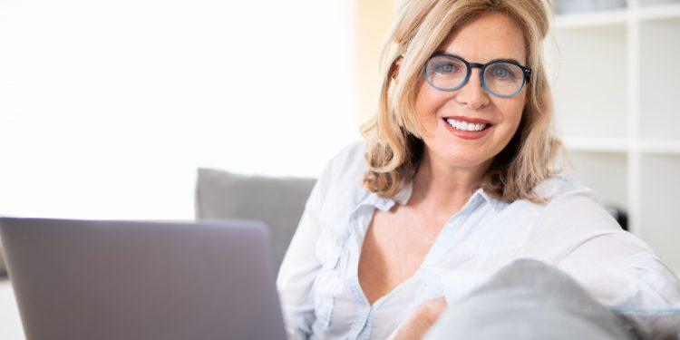 presbiopia: cos'è, cause, sintomi e cure