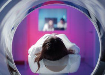risonanza magnetica o RMN: cos'è, a cosa serve, come funziona, benefici e controindicazioni