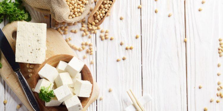 soia: cos' è, benefici, valori nutrizionali, derivati, ricette e controindicazioni