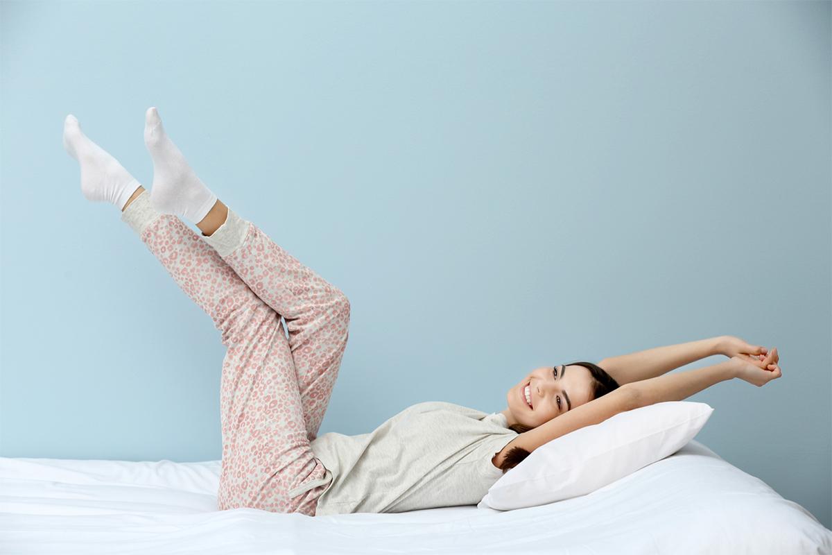 stretching da fare a letto la mattina per le pigre