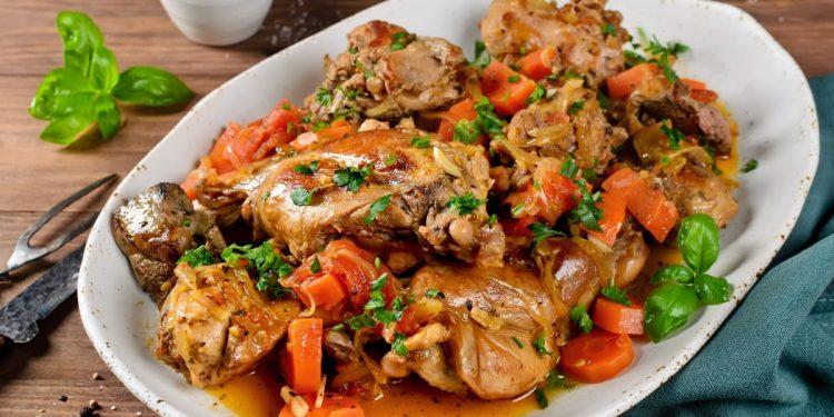 Coniglio in umido: la ricetta di un classico