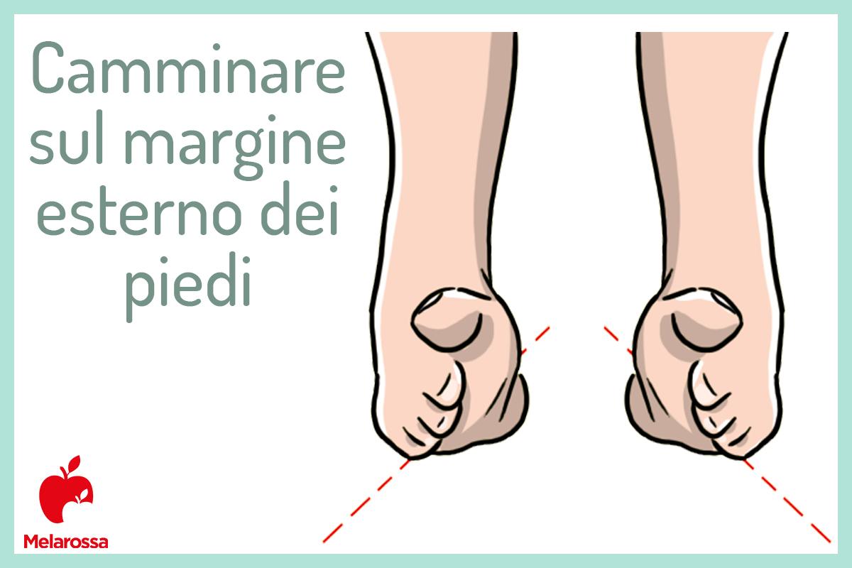 camminare sul margine esterno dei piedi