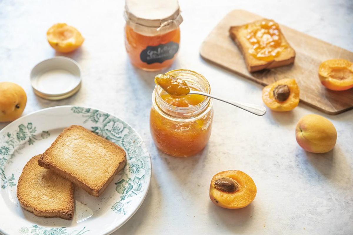 Marmellata fatta in casa: confettura di albicocche