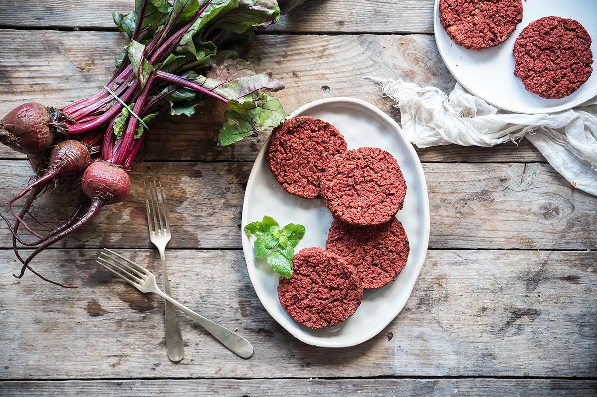 Ricette con fagioli: burger di barbabietola e fagioli