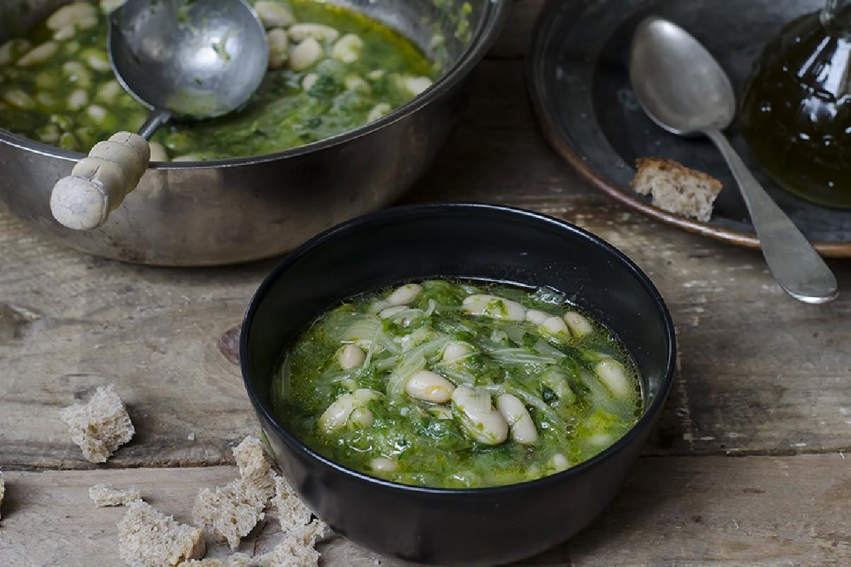Ricette con fagioli: zuppa di scarola e fagioli
