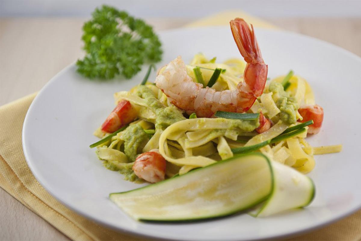 Ricette con gamberi: tagliatelle con zucchine