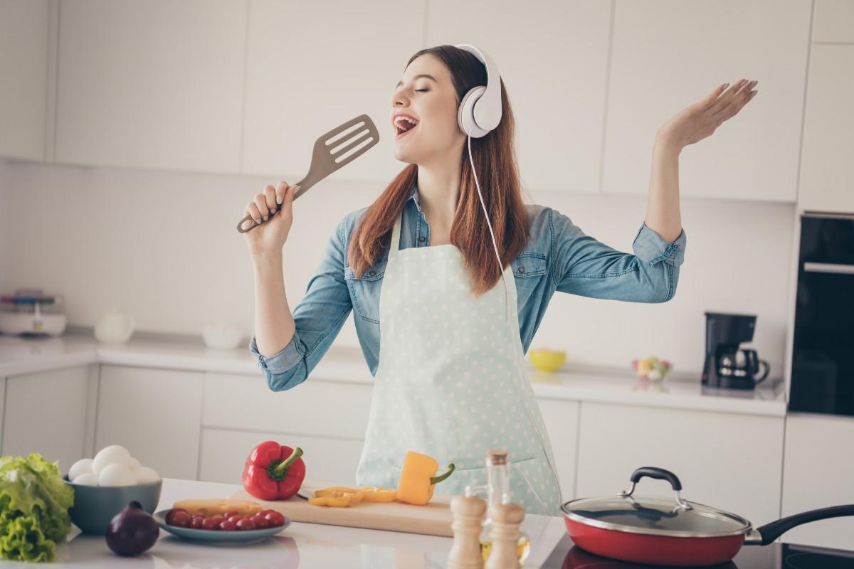 Cantare fa bene e ti fa anche dimagrire: benefici a dieta