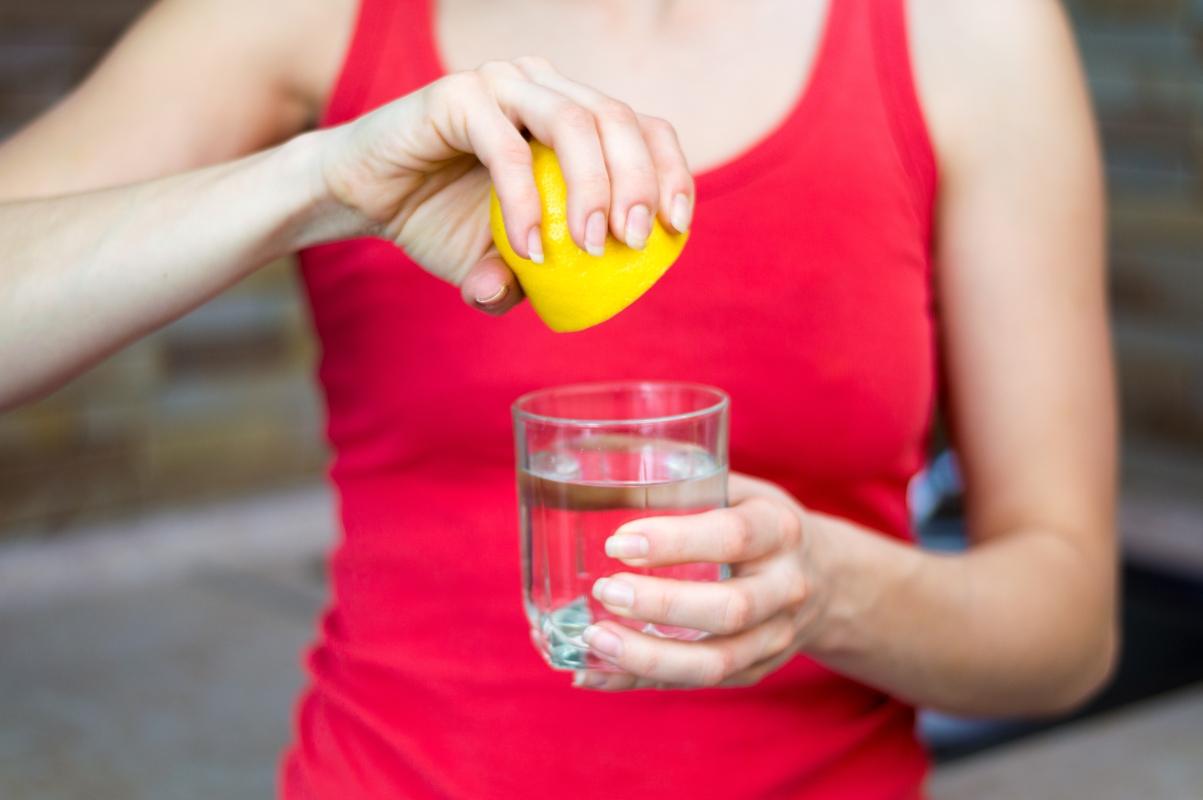 bere limone la mattina fa bene ?