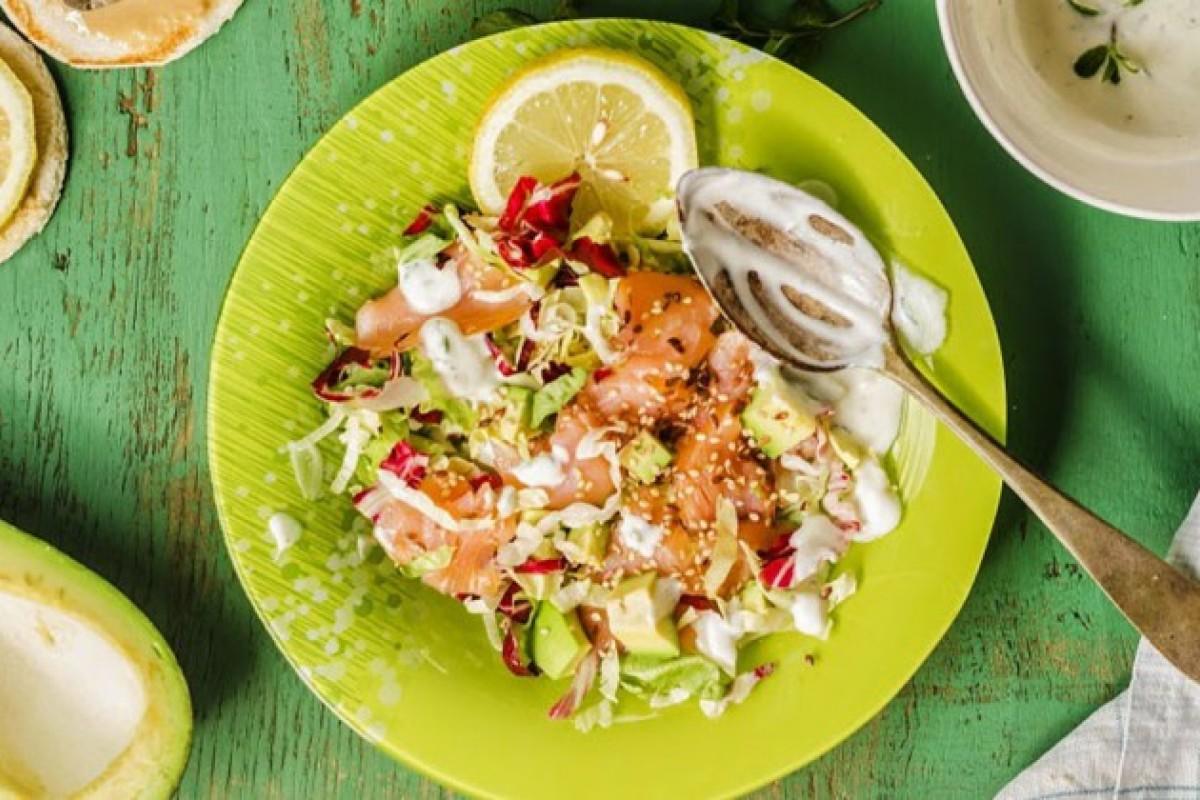 Ricette con il salmone: insalata di salmone avocado e yogurt