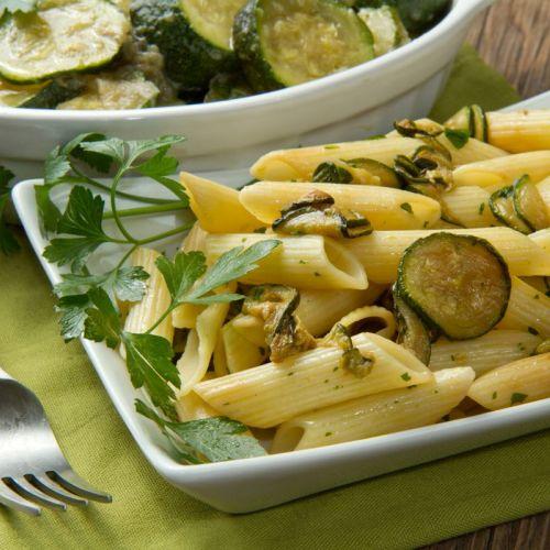 Pasta con zucchine: un primo leggero e gustoso