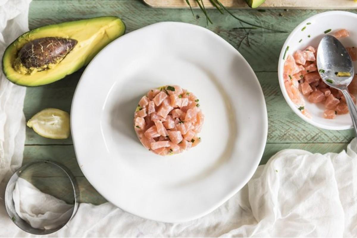 Ricette con il salmone: tartare di salmone e avocado