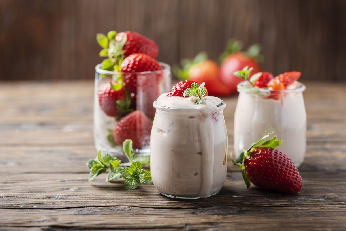Yogurt fatto in casa: delizioso con la frutta