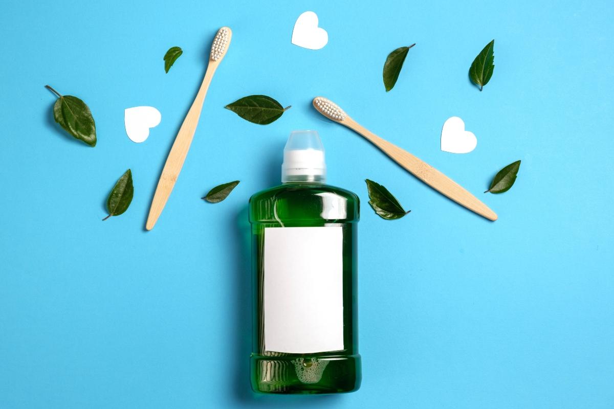 collutorio naturale fai da te: ricette per prepararlo in casa