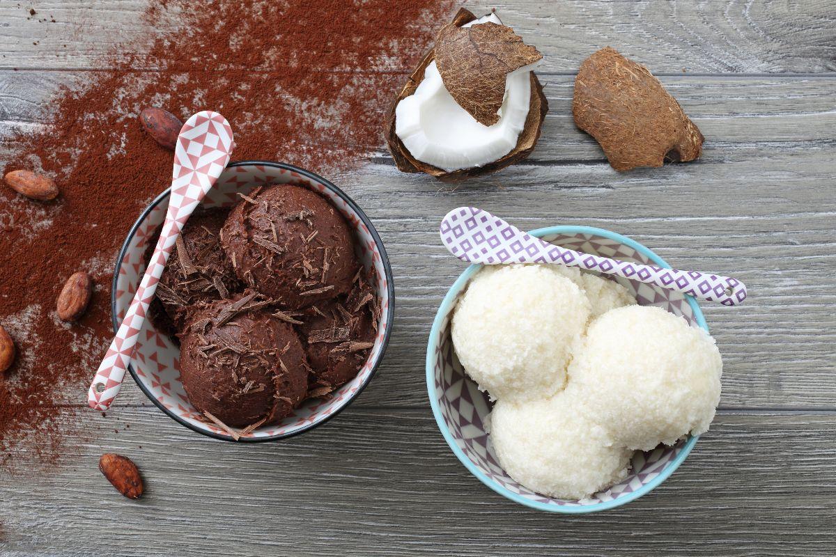 gelato al cocco con gelatiera