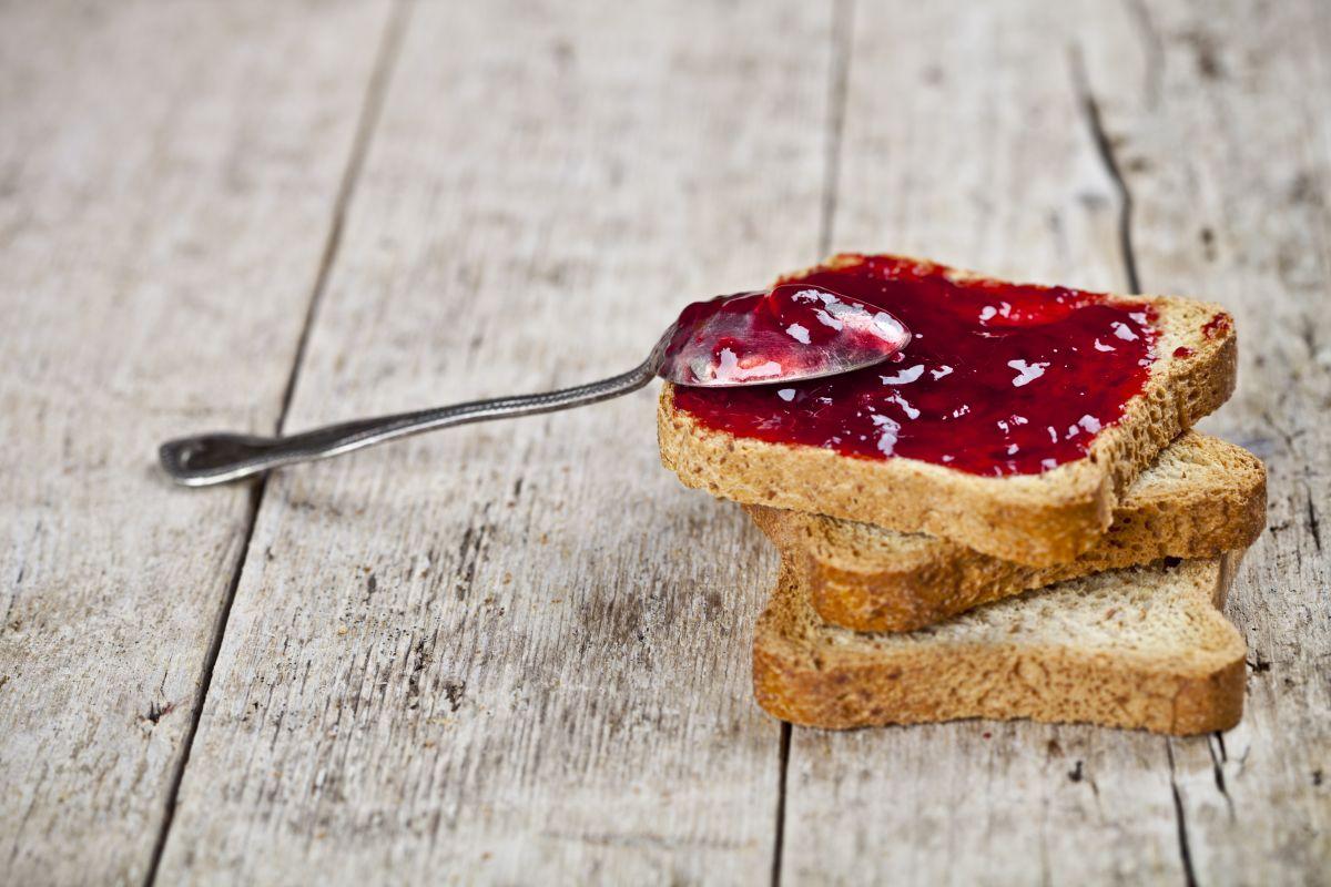 Marmellata di ciliegie: squisita sulle fette biscottate
